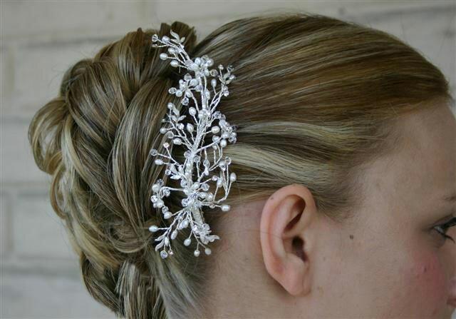 Очень красивы и разнообразны современные свадебные прически 2010 для