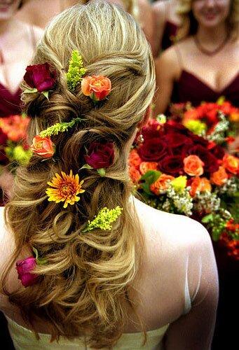 Причёска с живым цветком