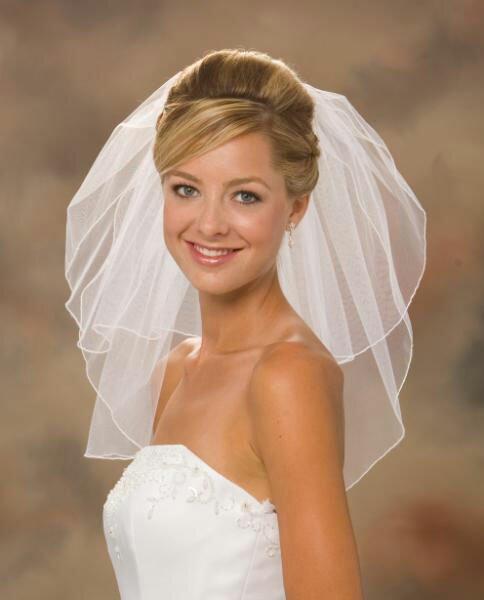 Свадебная прическа под двухъярусную фату.